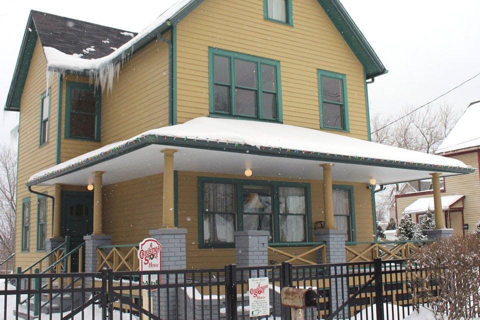 roadside-xmas-story-house