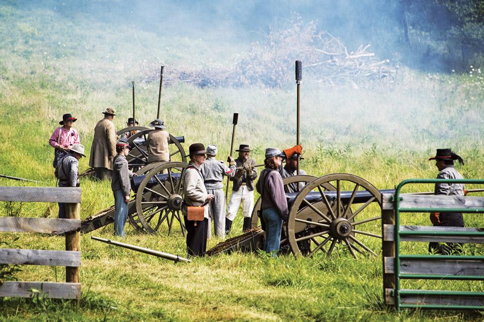 Civil-War-reenactment-at-Hale-farm